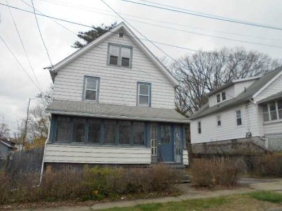 Poughkeepsie City Single Family Home For Sale: 15 Lawrence Rd