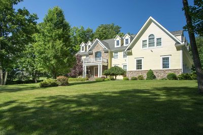 Union Vale Single Family Home Continue Showing: 91 Oakbrook Ln