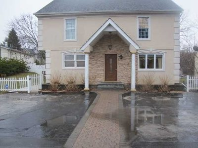 Hyde Park Single Family Home Continue Showing