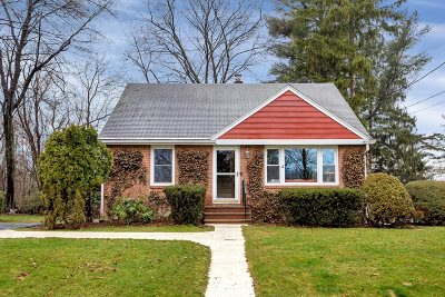 Single Family Home Continue Showing: 3 Briarwood Dr