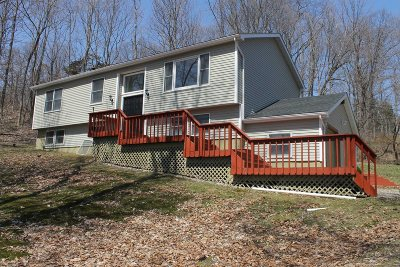 Pawling Single Family Home Continue Showing: 17 Fenwood Dr