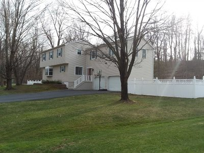Poughkeepsie Twp Single Family Home For Sale: 1 Merrywood Rd
