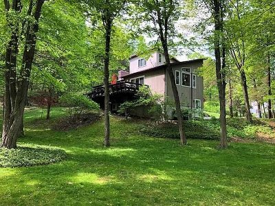 Hyde Park NY Single Family Home For Sale: $448,000