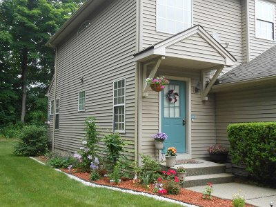 Fishkill Condo/Townhouse For Sale: 201 Crestwood Court #201