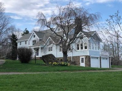 Pawling Single Family Home For Sale: 738 N Quaker Hill