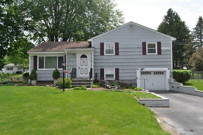 Poughkeepsie Twp Single Family Home For Sale: 49 S Gate Dr
