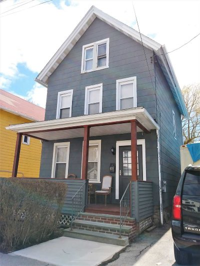 Poughkeepsie City Single Family Home For Sale: 100 Winnikee Ave