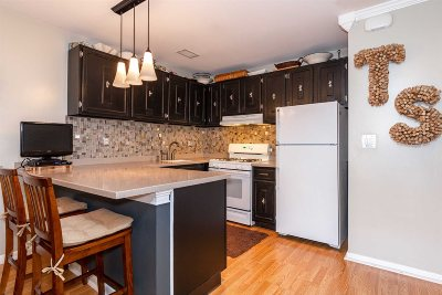 Poughkeepsie City Condo/Townhouse For Sale: 2602 Mulberry Ct