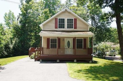 Hyde Park Single Family Home For Sale: 68 South Cross Rd