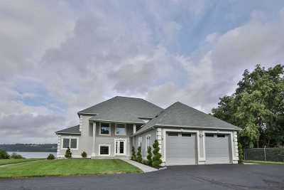 Fishkill Single Family Home For Sale: 265 Old Castle Point Rd