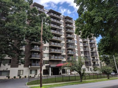 Poughkeepsie City Condo/Townhouse For Sale: 160 Academy St #4L