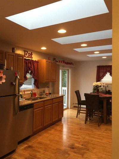 Hyde Park Single Family Home For Sale: 29 W Pine Rd