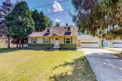 Hyde Park Single Family Home For Sale: 19 Red Barn Rd