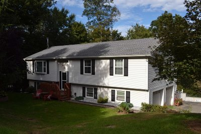 Southeast Single Family Home For Sale: 12 Acorn Road