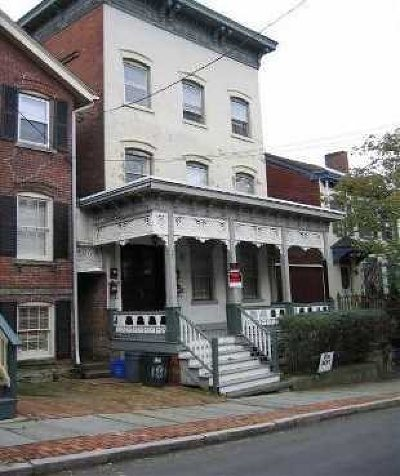 Poughkeepsie City Multi Family Home For Sale: 186 Union St