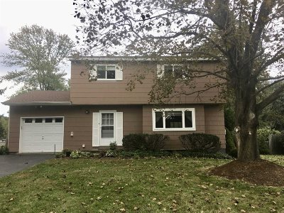Single Family Home Continue Showing: 66 S Gate Dr