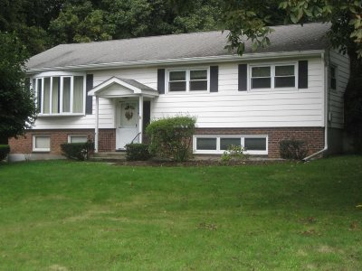 Wappinger Single Family Home For Sale: 51 Edgehill Dr