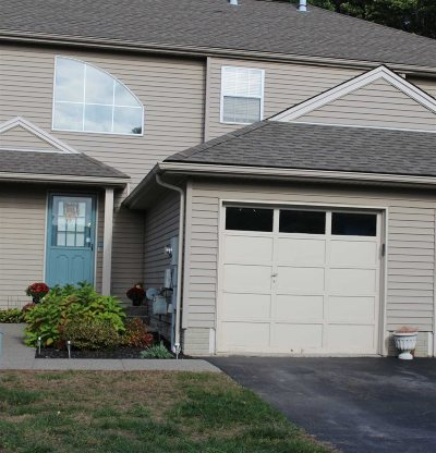 Fishkill Condo/Townhouse For Sale: 221 Crestwood Ct