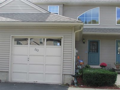 Fishkill Condo/Townhouse For Sale: 222 Crestwood Ct