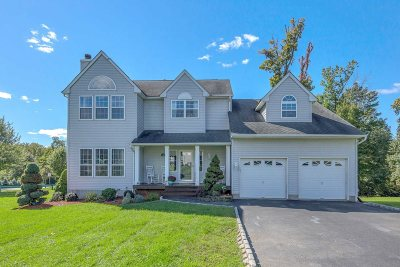 Single Family Home For Sale: 1 Acorn Ct