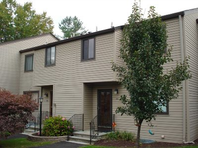 Poughkeepsie City Condo/Townhouse Continue Showing: 4 Downing Pl #E