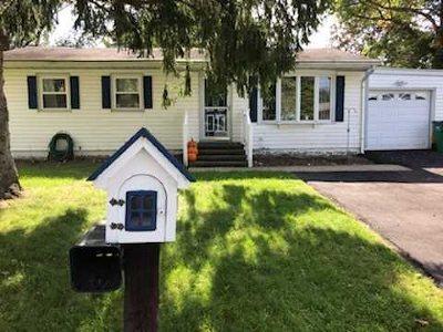 Single Family Home For Sale: 2 Peacock Lane