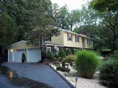 Hyde Park NY Single Family Home For Sale: $339,888