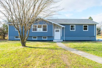 Single Family Home For Sale: 4 Sharon