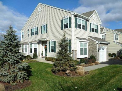 Dutchess County Condo/Townhouse For Sale: 1323 Glastonbury Ln
