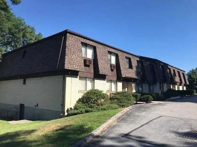 Poughkeepsie Twp Condo/Townhouse For Sale: 2404 Cherry Hill Dr
