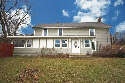 Pleasant Valley NY Single Family Home For Sale: $194,900