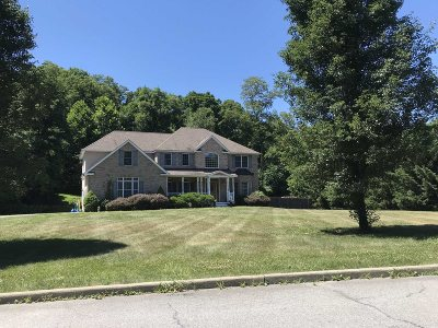 Poughkeepsie Twp Single Family Home For Sale: 4 Gentry Bend