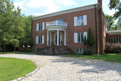 Pawling Single Family Home For Sale: 604 N Quaker Hill