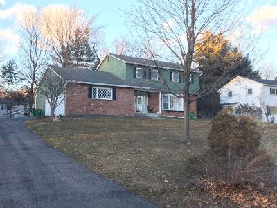 Poughkeepsie Twp Single Family Home For Sale: 9 Tanglewood