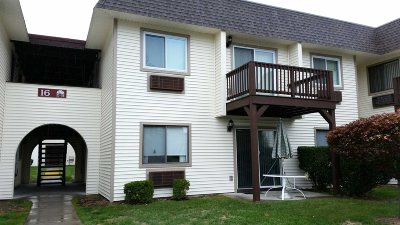Fishkill Condo/Townhouse For Sale: 16 Clubhouse Dr 2f