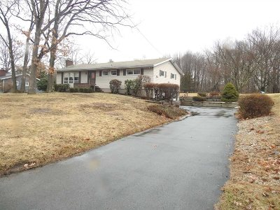 Poughkeepsie Twp Single Family Home For Sale: 12 W Manor Dr