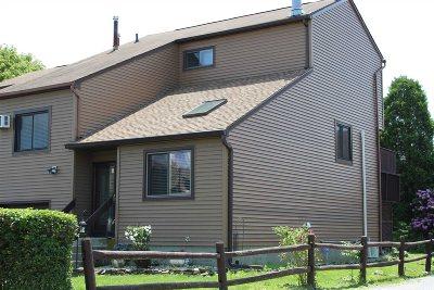 Fishkill Condo/Townhouse For Sale: 9 Walnut Ct
