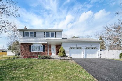 Fishkill Single Family Home For Sale: 52 Nantucket Dr