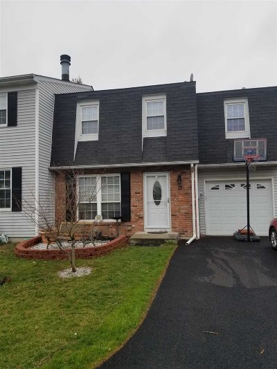 Fishkill Condo/Townhouse For Sale: 17 Hawthorne Ct