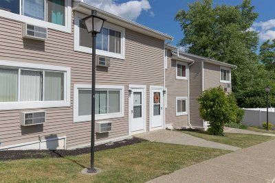 Fishkill Condo/Townhouse For Sale: 5 Fishkill Glen Dr #E