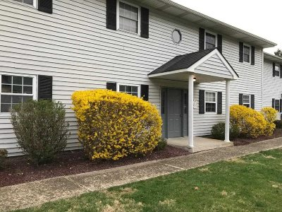 Fishkill Condo/Townhouse For Sale: 12 Field Ct #D