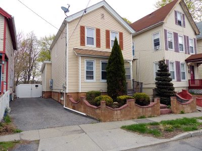 Poughkeepsie City Single Family Home For Sale: 165 Cannon St