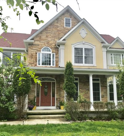 Fishkill Single Family Home For Sale: 8 Lilac Ln