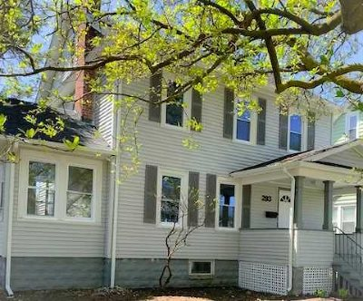 Poughkeepsie City Single Family Home For Sale: 293 Hooker Avenue