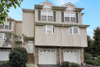 Fishkill Condo/Townhouse For Sale: 5004 Boulder Way