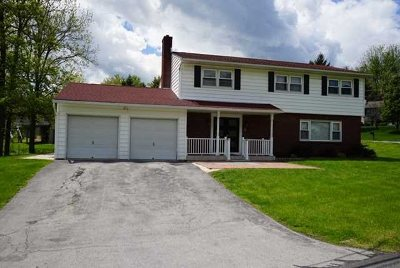 Poughkeepsie Twp Single Family Home For Sale: 1 Fair Way