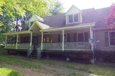 Pleasant Valley Single Family Home For Sale: 40 Pleasant View Rd