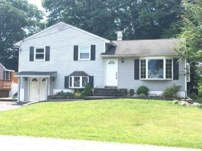 Poughkeepsie Twp Single Family Home For Sale: 9 Cardinal Dr