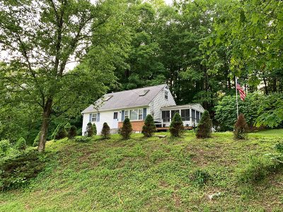 Hyde Park NY Single Family Home For Sale: $199,000