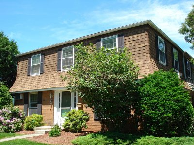 Poughkeepsie City Condo/Townhouse For Sale: 274 Hooker Ave #D1